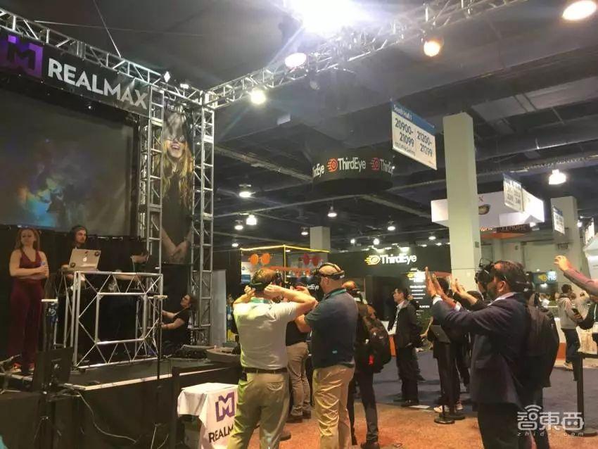 赌城CES开展:索尼造车 三星人造人 笔记本屏也弯了!