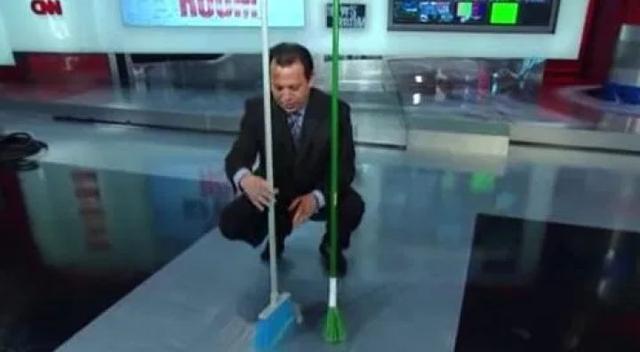 NASA說今天地球引力最小能讓掃帚立起來?真相來了