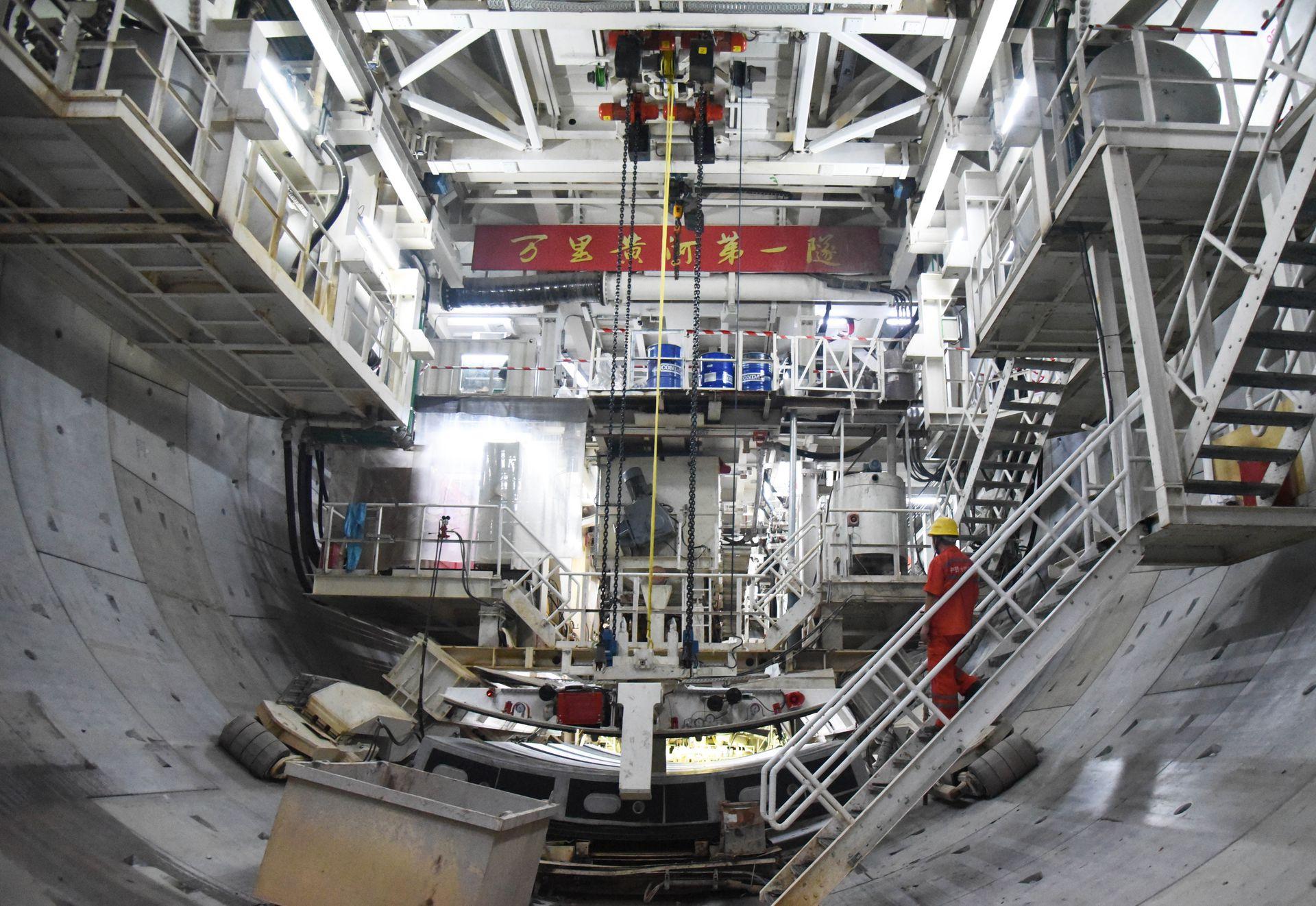 """厉害了!中国又一超级工程 横跨黄河建""""万里第一隧"""""""