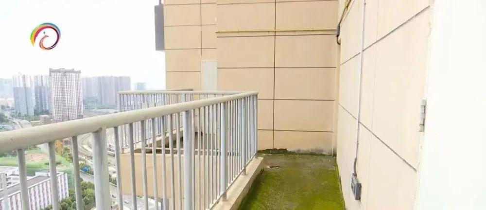 10年等来奇葩回迁房:29层无直达电梯 回家先开6道门