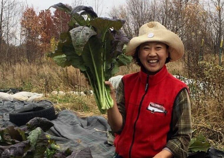 种田当农夫 中国白领移民加拿大展开第二人生