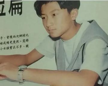 张柏芝一家定居上海,Lucas 皮肤黝黑发型颓废