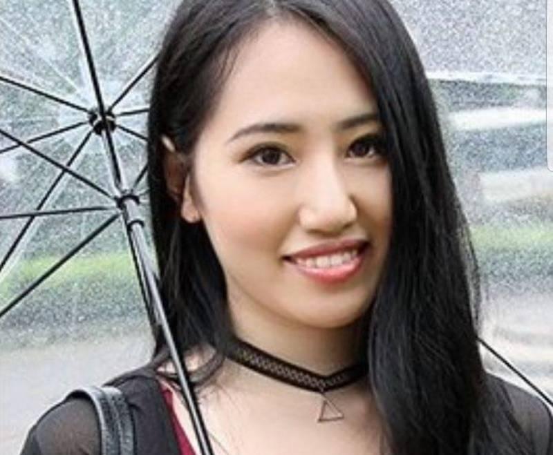 """富豪娶AV女优3月暴毙!葬礼当天她""""诡异微笑""""视频曝光"""