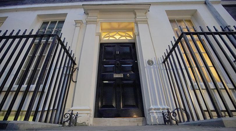 """英国首相""""装修门""""爆出更多内幕:唐宁街有这么多潜规则?"""