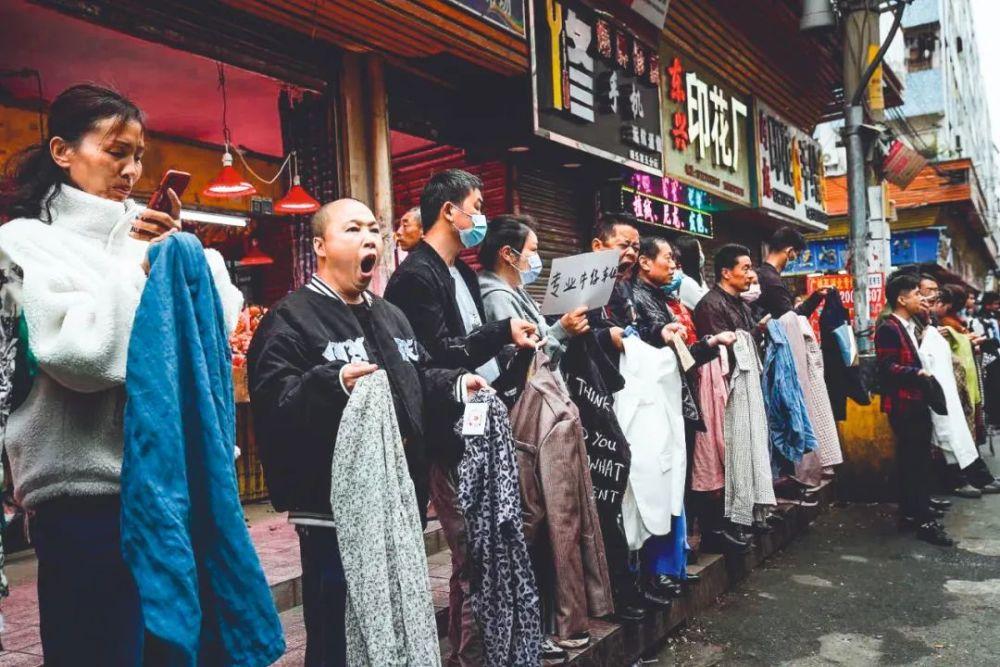 """年轻人不愿进工厂 2022年中国将失去""""世界工厂""""地位?"""