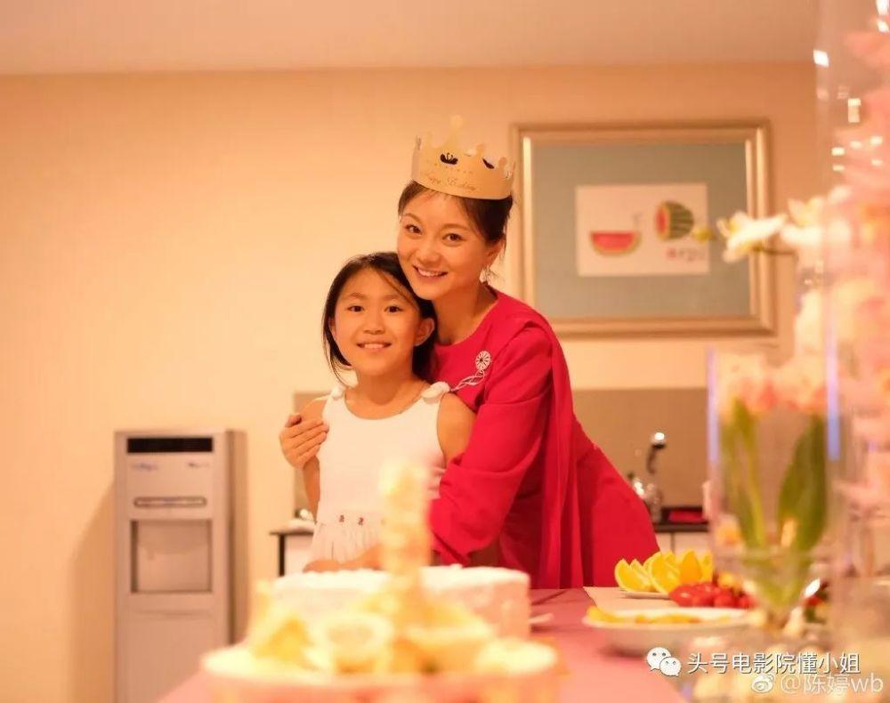 张艺谋陈婷三娃现状:老大刚满20岁 接班当导演
