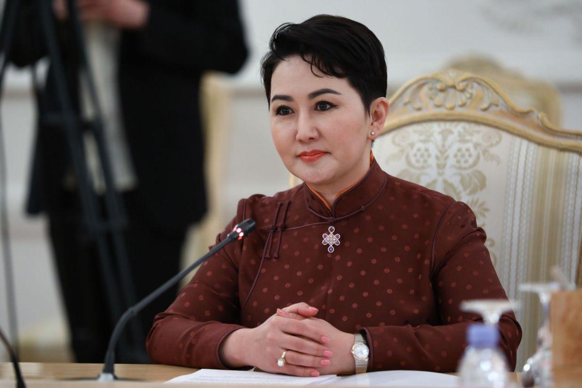 蒙古与中俄合作 女外长英姿飒爽 令人眼前一亮!