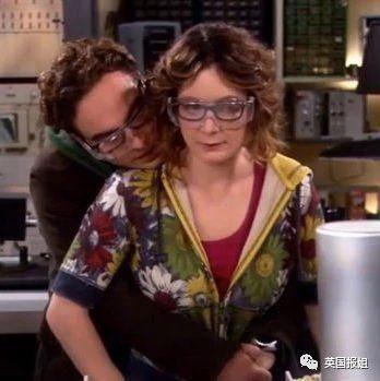 尴尬!好莱坞帅哥美女因戏生情,分手后被迫演亲密吻戏床戏