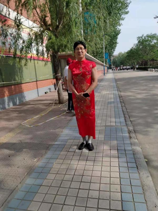 """老师穿旗袍为学生应援""""出圈儿"""":没想到会火"""