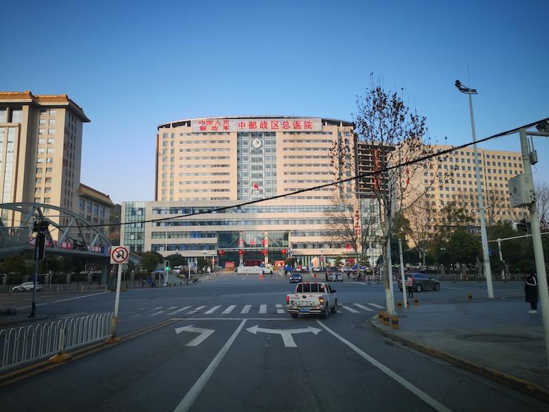 中國街道因防控病毒變冷清 股市熱度不降反升