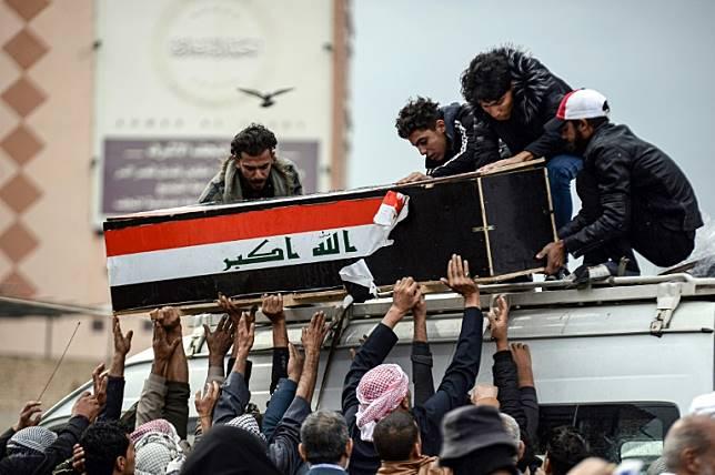 血腥镇压抗议群众近40人死 指挥将军遭解职