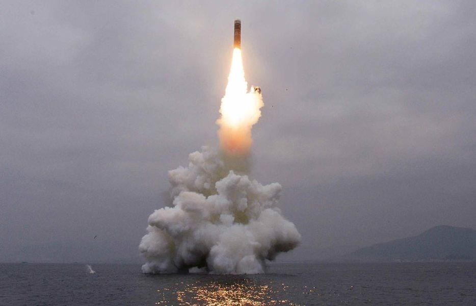 邻国全都在害怕 疯子又发射疑似两枚超大型火箭