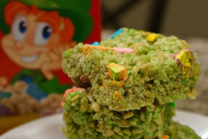LUCKY-CHARMS-rice-krispie-treat-recipe