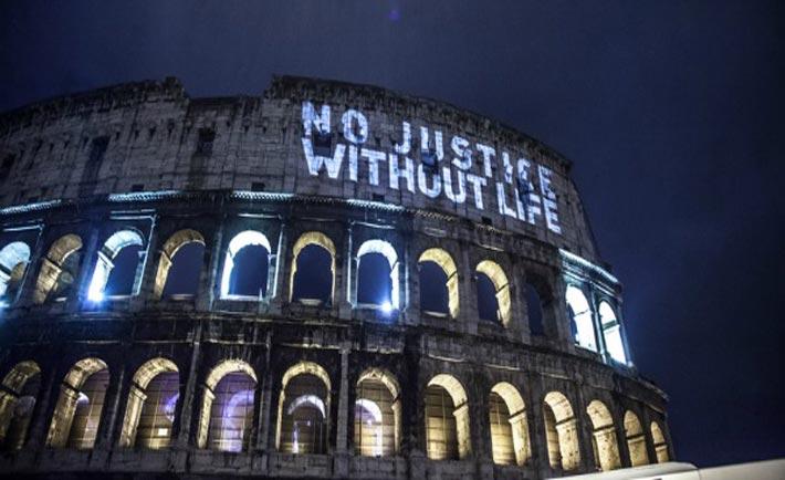 Colosseo illuminato contro pena di morte
