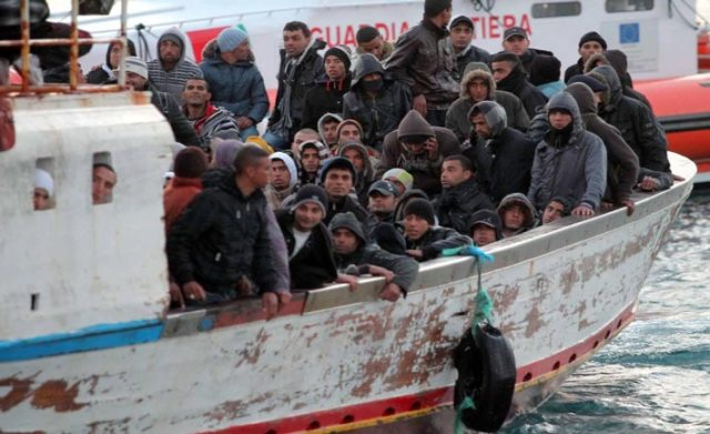 profughi-in-barcone