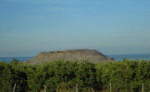 Discarica a cielo aperto alla periferia di Tiro