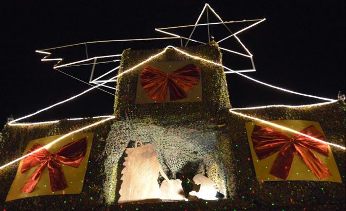 L'albero di Natale nella base di Shama