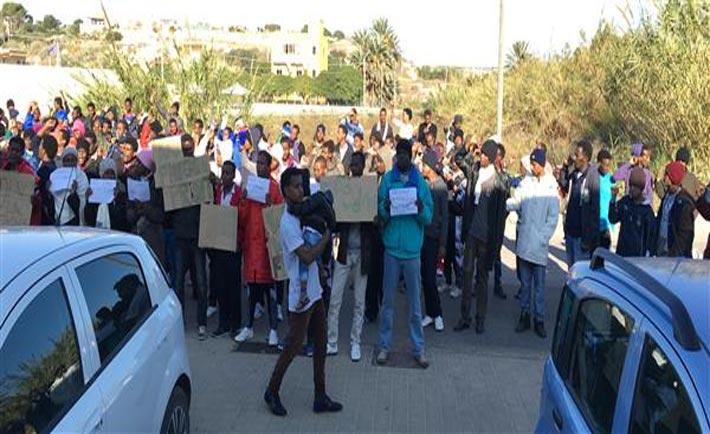 Eritrei protestano a Lampedusa