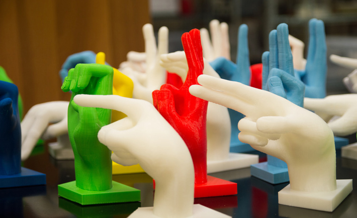 le mani stampate in 3D (foto da http://manipolarepercomunicare.blogspot.it/)
