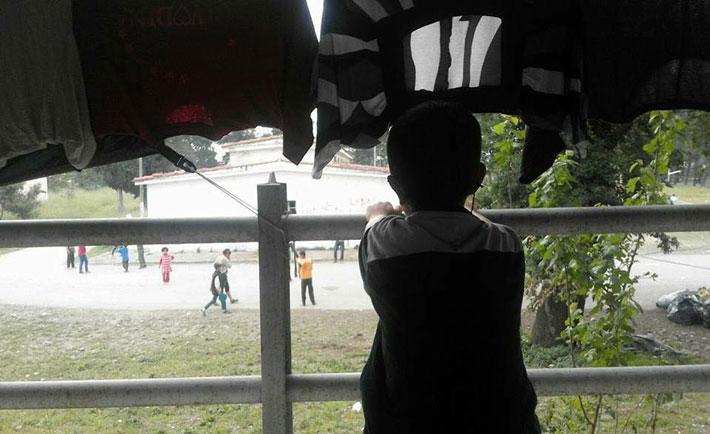 Un bambino nel campo di Idomeni (foto da Facebook)