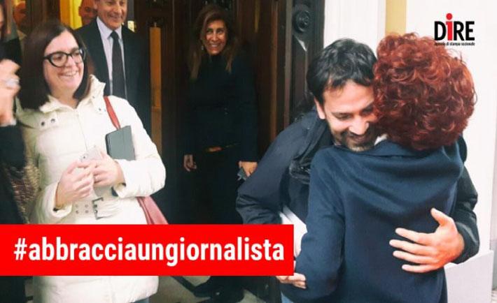 abbracciaungiornalista