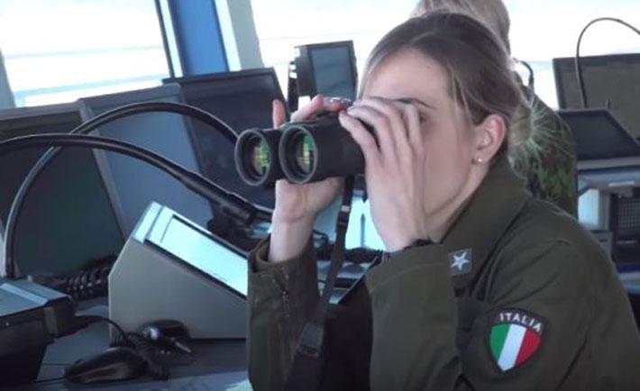 militare donna