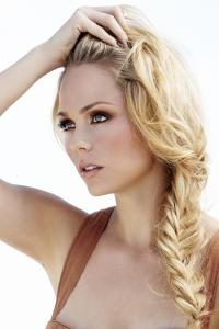 laura-vandervoort-large-picture