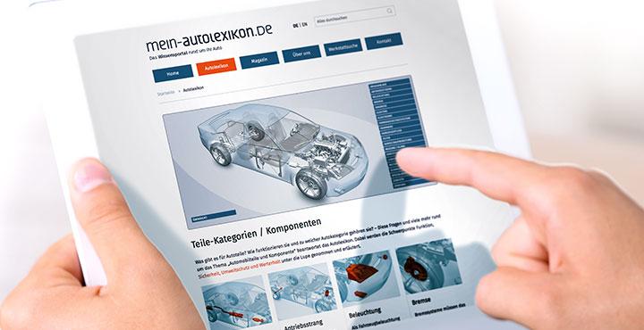Tablet mit Startseite von mein-autolexikon.de.