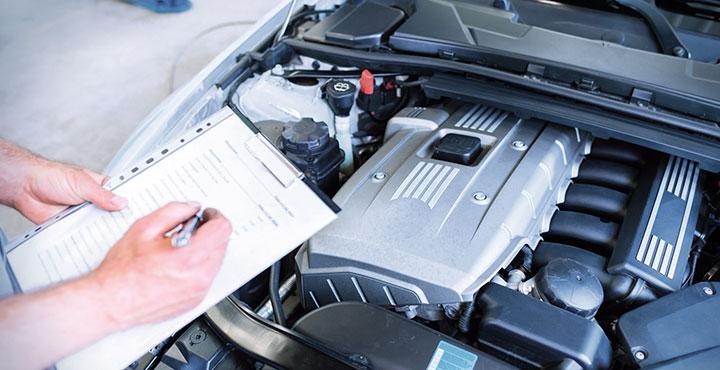 Fahrzeugcheck mit Checkliste
