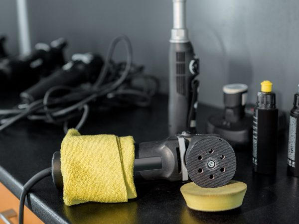 Equipment for automotive body polishing