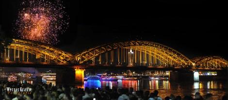 Hohenzollernbrücke mit Feuerwerk1