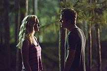 """The Vampire Diaries -- """"Welcome to Paradise"""" -- Image Number: VD603b_0101.jpg -- Pictured (L-R): Candice Accola as Caroline and Paul Wesley as Stefan -- Photo: Bob Mahoney/The CW -- © 2014 The CW Network, LLC. All rights reserved."""