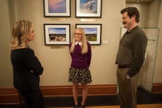 "PARKS AND RECREATION -- ""Prom"" Episode 618 -- Pictured: (l-r) Amy Poehler as Leslie Knope, Kelly Washington as Allison, Nick Offerman as Ron Swanson -- (Photo by: Colleen Hayes/NBC)"