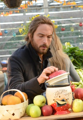"VIDEO: Preview Sleepy Hollow Mid-Season Premiere, ""Paradise Lost"""