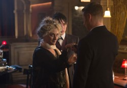 """GOTHAM: Oswald Cobblepot (Robin Lord Taylor, C) introduces Detective James Gordon (Ben McKenzie, R) to his mother Gertrud (guest star Carol Kane, L) in the """"Welcome Back, Jim Gordon"""" episode of GOTHAM airing Monday, Jan. 26 (8:00-9:00 PM ET/PT) on FOX. ©2015 Fox Broadcasting Co. Cr: Jessica Miglio/FOX"""