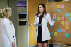 "VIDEO: Preview Tonight's 'Grey's Anatomy' Season 4, Episode 13 ""Staring at the End"""