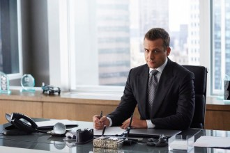 "PHOTOS: Preview Tonight's 'Suits' Season 4, Episode 14 ""Derailed"""