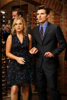 """PARKS AND RECREATION -- """"Donna and Joe"""" Episode 703 -- Pictured: (l-r) Amy Poehler as Leslie Knope, Adam Scott as Ben Wyatt -- (Photo by: Greg Gayne/NBC)"""