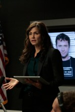 """THE FOLLOWING: Agent Mendez (guest star Valerie Cruz) briefs the team in the all-new """"New Blood"""" Season Premiere episode of THE FOLLOWING airing Monday, March 2 (9:00-10:00 PM ET/PT) on FOX. ©2015 Fox Broadcasting Co. CR: Giovanni Rufino/FOX"""