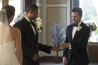 """Arrow -- """"Suicidal Tendencies"""" -- Image AR317A_0211b -- Pictured (L-R): David Ramsey as John Diggle and Stephen Amell as Oliver Queen -- Photo: Katie Yu/The CW -- © 2015 The CW Network, LLC. All Rights Reserved."""