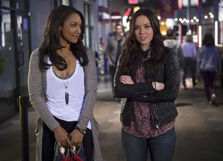 """The Flash -- """"Out of Time"""" -- Image FLA115A_0322b -- Pictured (L-R): Candice Patton as Iris West and Malese Jow as Linda Park -- Photo: Diyah Pera/The CW -- © 2015 The CW Network, LLC. All rights reserved."""