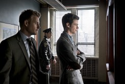 """The Flash -- """"Who is Harrison Wells?"""" -- Image FLA119A_0088b -- Pictured (L-R): Rick Cosnett as Detective Eddie Thawne and Grant Gustin as Barry Allen -- Photo: Katie Yu /The CW -- © 2015 The CW Network, LLC. All rights reserved."""
