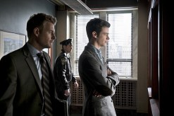 "The Flash -- ""Who is Harrison Wells?"" -- Image FLA119A_0088b -- Pictured (L-R): Rick Cosnett as Detective Eddie Thawne and Grant Gustin as Barry Allen -- Photo: Katie Yu /The CW -- © 2015 The CW Network, LLC. All rights reserved."