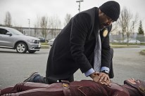 """The Flash -- """"All Star Team Up"""" -- Image FLA118B_0006b -- Pictured (L-R): Jesse L. Martin as Detective Joe West and Grant Gustin as The Flash -- Photo: Cate Cameron/The CW -- © 2015 The CW Network, LLC. All rights reserved."""