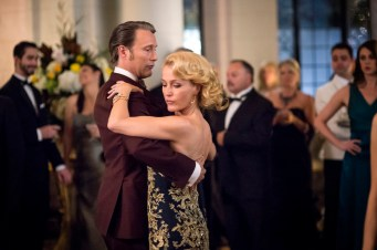 "HANNIBAL -- ""Antipasto"" Episode 301 -- Pictured: (l-r) Mads Mikkelsen as Dr. Hannibal Lecter, Gillian Anderson as Dr. Bedelia Du Maurier -- (Photo by: Brooke Palmer/NBC)"