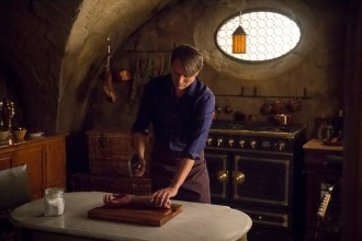 """HANNIBAL -- """"Secondo"""" Episode 303 -- Pictured: Mads Mikkelsen as Hannibal Lecter -- (Photo by: Brooke Palmer/NBC)"""