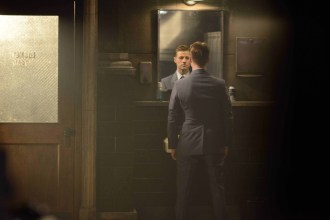 "GOTHAM: Gordon (Benjamin McKenzie) in the ""Damned if you Do,… "" Season Two premiere of GOTHAM airing Monday, Sept. 21 (8:00-9:00 PM ET/PT) on FOX. ©2015 Fox Broadcasting Co. Cr: Nicole Rivelli/FOX"