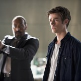 """The Flash -- """"The Man Who Saved Central City"""" -- Image FLA201b_0429b.jpg -- Pictured (L-R): Jesse L. Martin as Detective Joe West and Grant Gustin as Barry Allen -- Photo: Cate Cameron /The CW -- �© 2015 The CW Network, LLC. All rights reserved."""