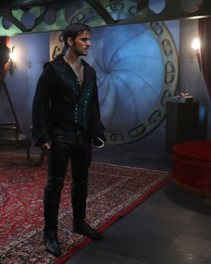"""PREVIEW: 'Once Upon a Time' Season 6, Episode 6 """"Dark Waters"""""""