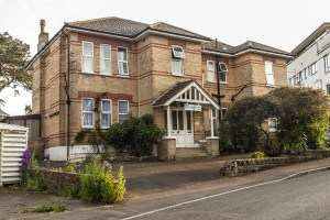 Holiday Accommodation in Westbourne. Fircroft Holiday Flats, Burnaby Road